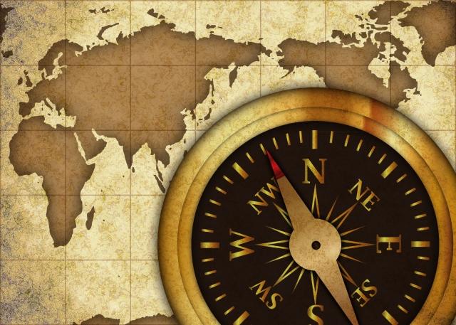 謎解きイベントを彷彿とさせる地図と羅針盤の画像